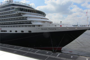 Cunard Queen Victoria in Hamburger Altona